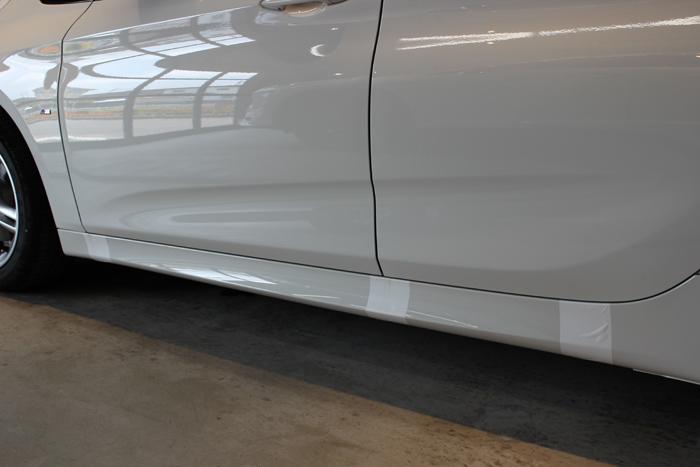 BMW 218d アクティブツアラー アルピンホワイト ラップガード4