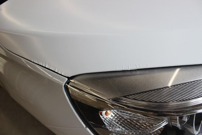 BMW 218d アクティブツアラー アルピンホワイト ラップガードシワ4