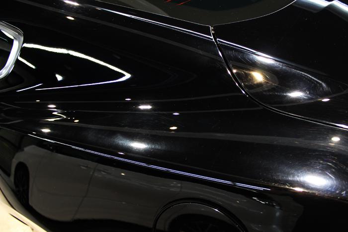 フォード マスタング ブラック クォーターパネル施工前