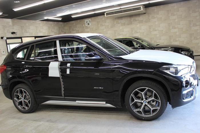 BMW X1 ブラックサファイア 入庫時側面