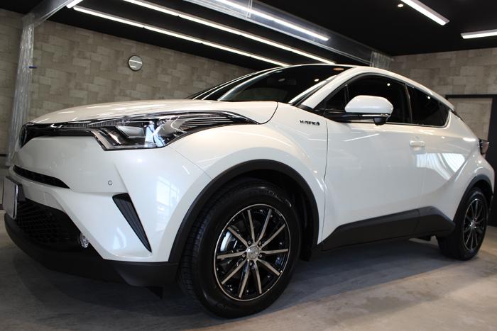 トヨタ C-HR ホワイトパールクリスタルシャイン 新車