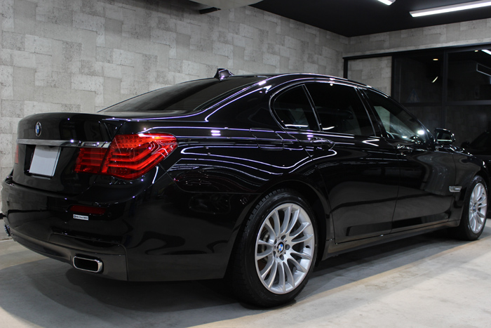 BMW 740i Mスポーツ ブラックサファイア 右ドア