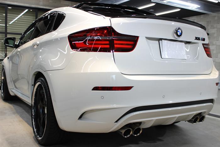 BMW X6 M アルピンホワイト マフラー