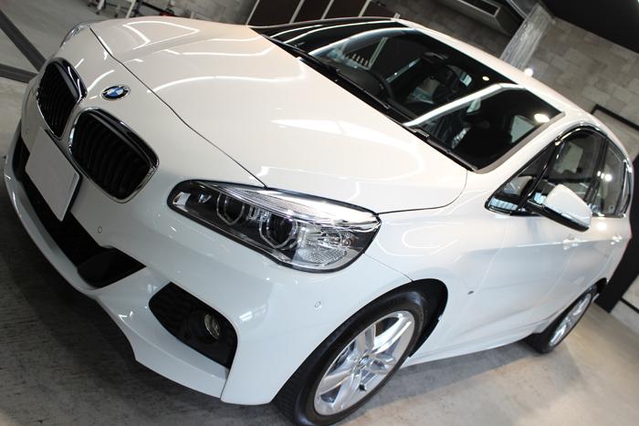 BMW 218d アクティブツアラー アルピンホワイト Mスポーツ ボンネット1