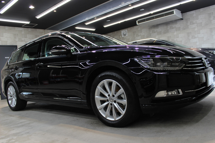 フォルクスワーゲン VW パサートヴァリアント ディープブラックパールエフェクト 右ホイール1