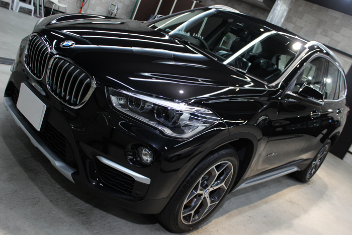 BMW X1 ブラックサファイア ボンネット左