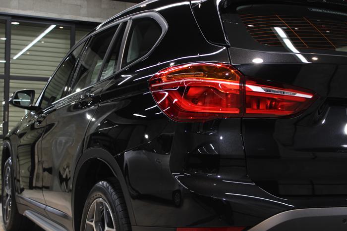 BMW X1 ブラックサファイア テールライト