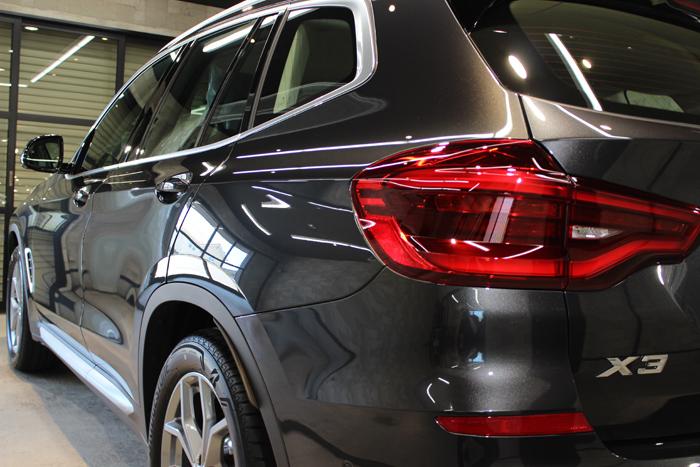 BMW X3 ソフィストグレー テールレンズ左