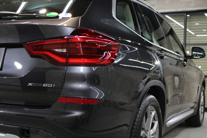 BMW X3 ソフィストグレー バックゲート右