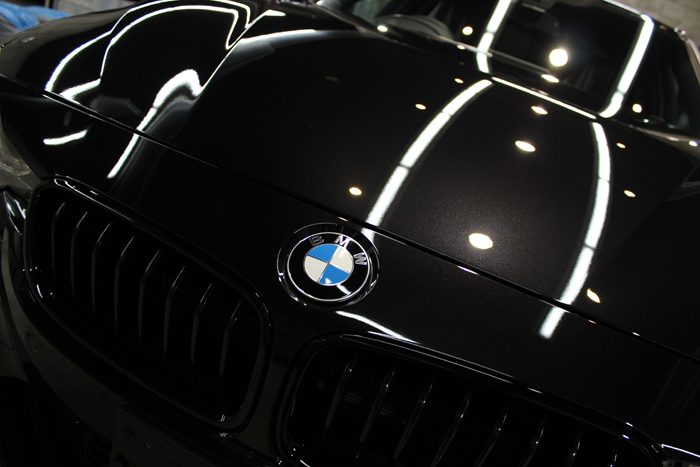 BMW 320i Mスポーツ ブラックサファイア ボンネット
