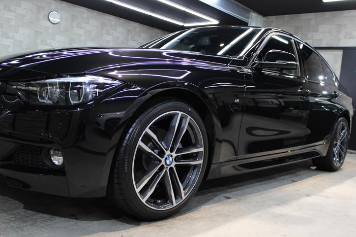 BMW 320i Mスポーツ ブラックサファイア 左フェンダー
