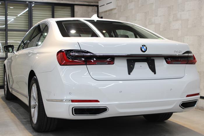 BMW 740i アルピンホワイト リアバンパー