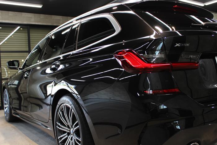 BMW 320d ブラックサファイア テールレンズ