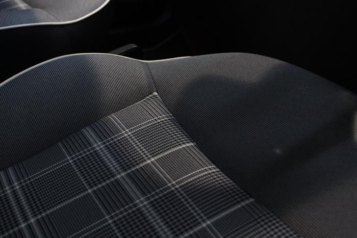 フィアット 500 ボサノバホワイト シートコーティング 運転席 座面