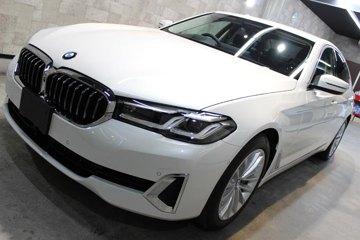 BMW 530i ミネラルホワイト ボンネット左
