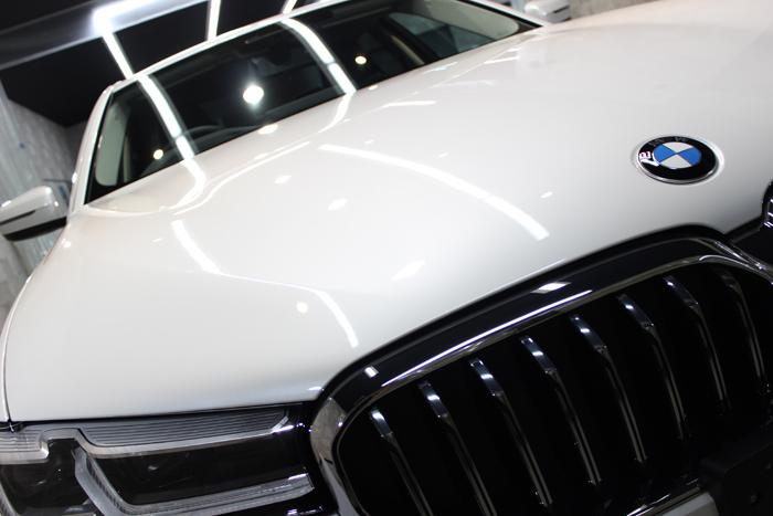 BMW 530i ミネラルホワイト ボンネット エンブレム