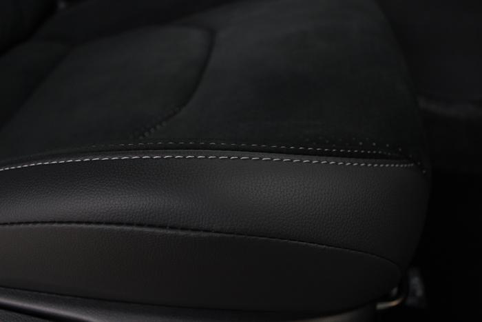 トヨタ GRヤリス プラチナホワイトパールマイカ シートコーティング 運転席座面