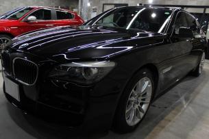 BMW 740i Mスポーツ ブラックサファイア ボンネット