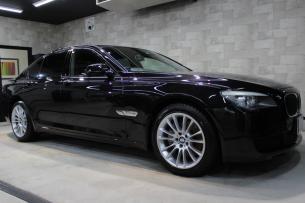 BMW 740i Mスポーツ ブラックサファイア ホイール1