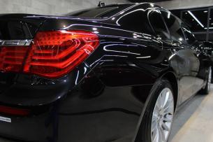 BMW 740i Mスポーツ ブラックサファイア テールレンズ