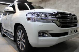 トヨタ ランドクルーザー ホワイトパールクリスタルシャイン フロントバンパー2