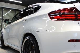 BMW X6 M アルピンホワイト リアバンパー