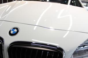 BMW 218d アクティブツアラー アルピンホワイト Mスポーツ ボンネット2