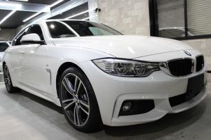 BMW 4シリーズ グランクーペ アルピンホワイト キドニーグリル