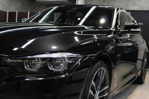 BMW 320i Mスポーツ ブラックサファイア ヘッドライト