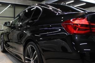 BMW 320i Mスポーツ ブラックサファイア テールライト