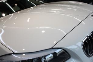 BMW 535i アルピンホワイト ボンネット アップ