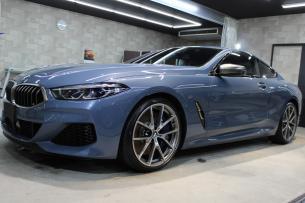 BMW M850i xDriveクーペ バルセロナブルー