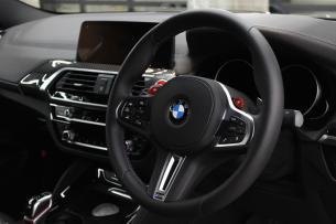 BMW X4 Mコンペティション ステアリング