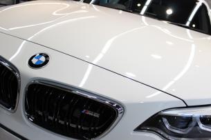 BMW M2 アルピンホワイト ボンネット アップ