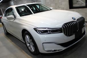 BMW 740i アルピンホワイト ボンネット右