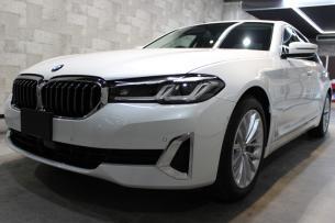 BMW 530i ミネラルホワイト フロントバンパー左