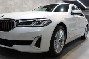 BMW 530i ミネラルホワイト ヘッドライト