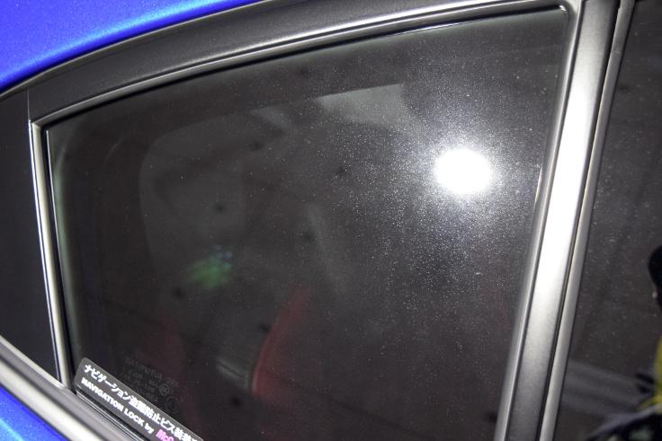 窓ガラスシミ001