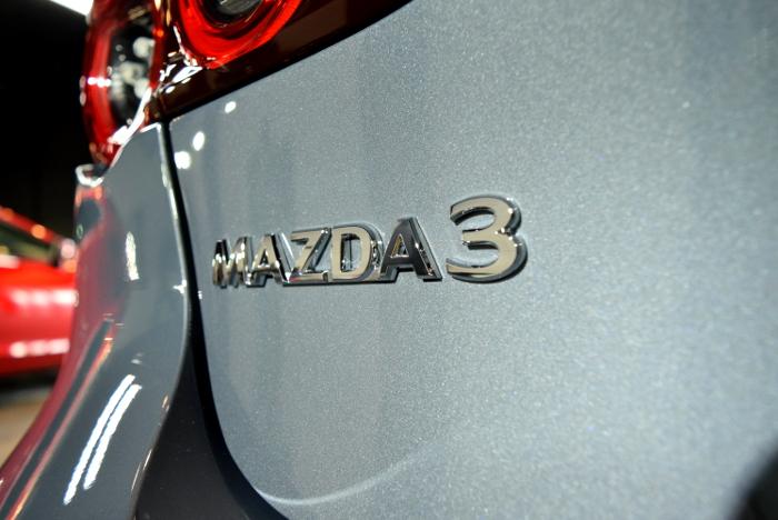 MAZDA3-4