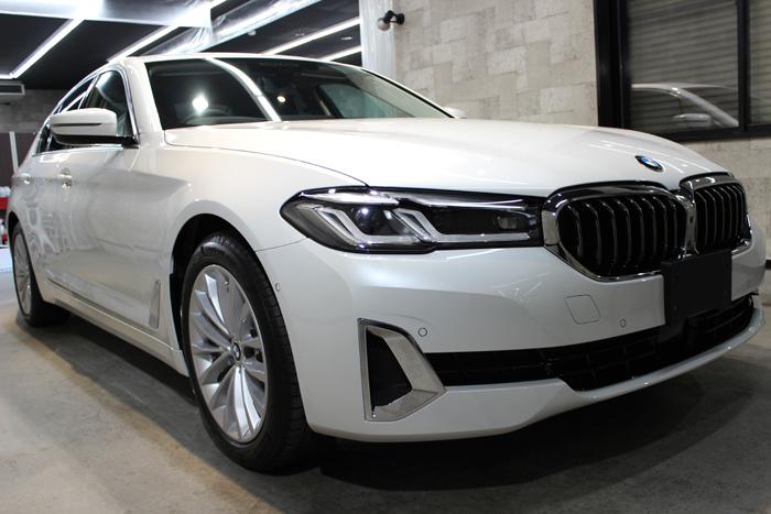 BMW 530i ミネラルホワイト フロントバンパー右