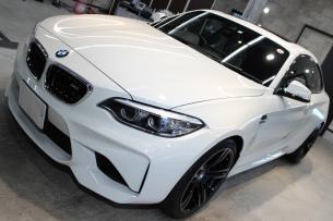 BMW M2 アルピンホワイト ボンネット左