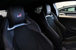 トヨタ GRヤリス プラチナホワイトパールマイカ シートコーティング 運転席