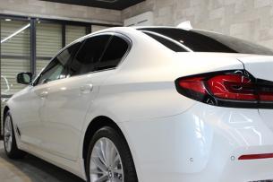 BMW 530i ミネラルホワイト 左クォーター